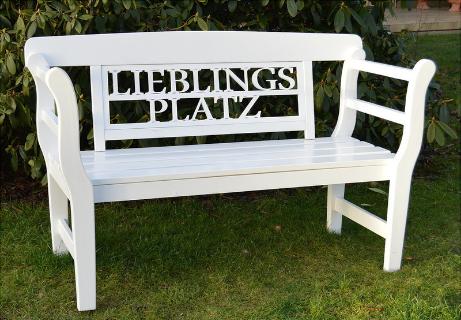 eine besondere Geschenkidee zur Hochzeit Geburtstag suchen weiße Holz Gartenbank Lieblingsplatz ,schöne Gartendeko, dekoidee für den Garten, geschenk für gartenliebhaber,  Gartendekoartikel Geschenk